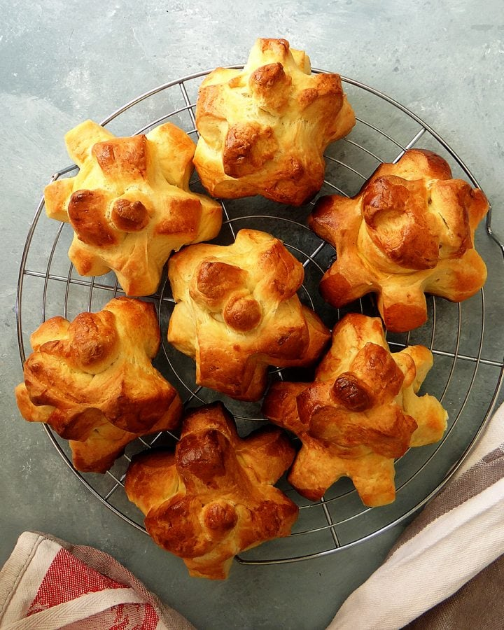 pomme cannelle on cooling rack