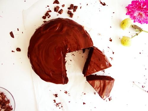 chocolate cake and flowers