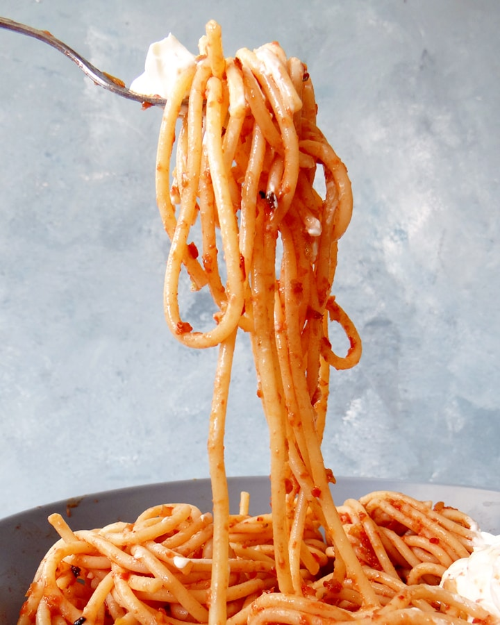 fourchette avec spaghetti aux légumes