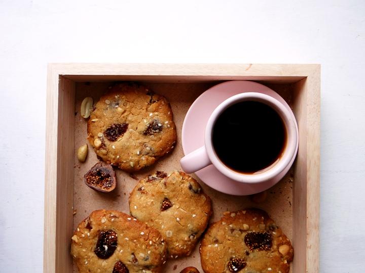 cookies à l'avoine et tasse de café