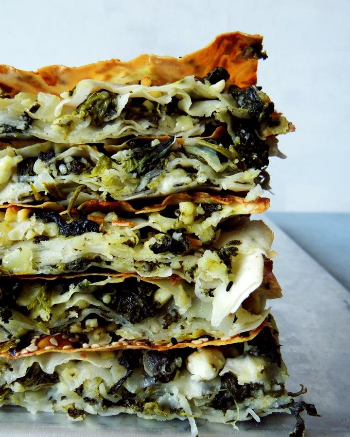 pile de börek aux épinards