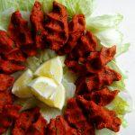 çig kofte on lettuce leaves