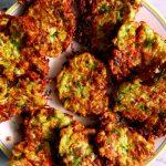 galettes de courgettes sur assiette