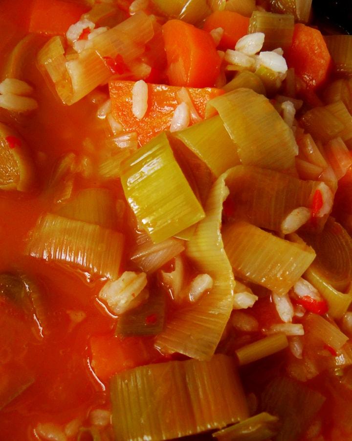 braised leeks in a pan