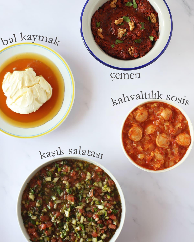 petit-déjeuner turc sur table